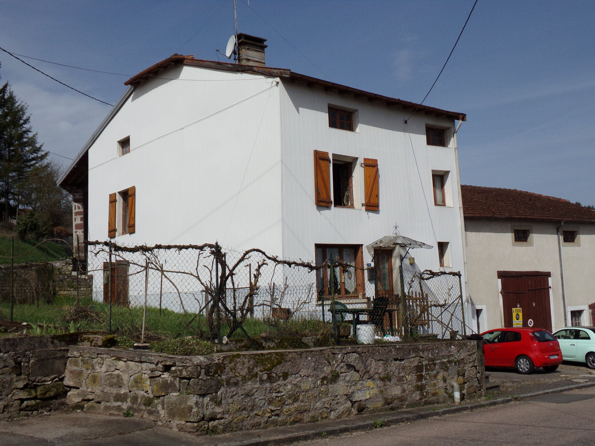 À vendre belle ferme de village dans les Vosges.