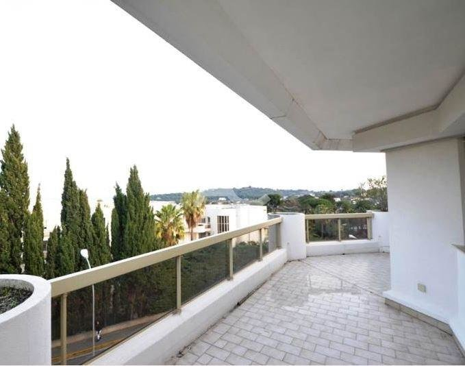 2 bedroom apartment - Top floor - Swimming pool - Sea views
