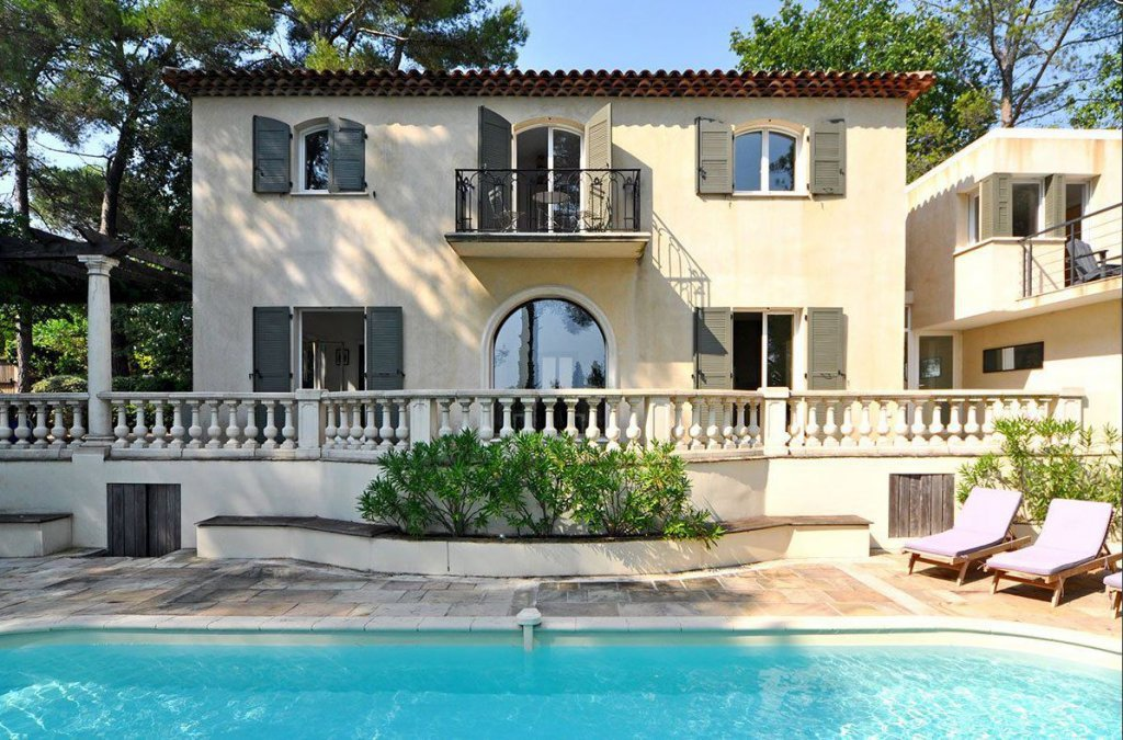 MARVELOUS FAMILLY HOME IN VALBONNE CENTER