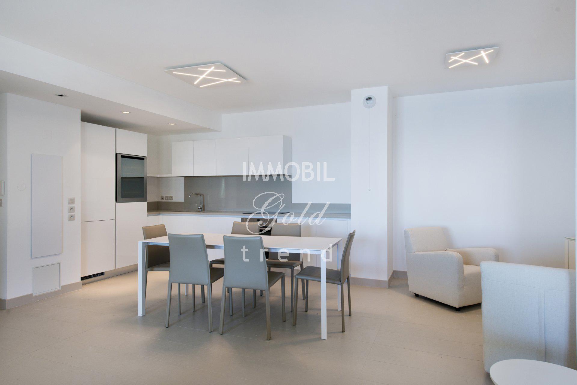 Immobilier Beausoleil - A louer, appartement trois pièces proche de Monaco avec deux terrasses, vue mer et parking
