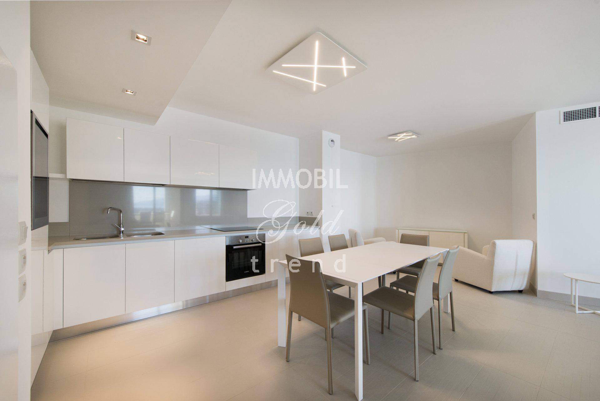 Immobiliare Beausoleil - In affitto, appartamento trilocale vicino a Monaco, con due terrazze, vista mare e parcheggio
