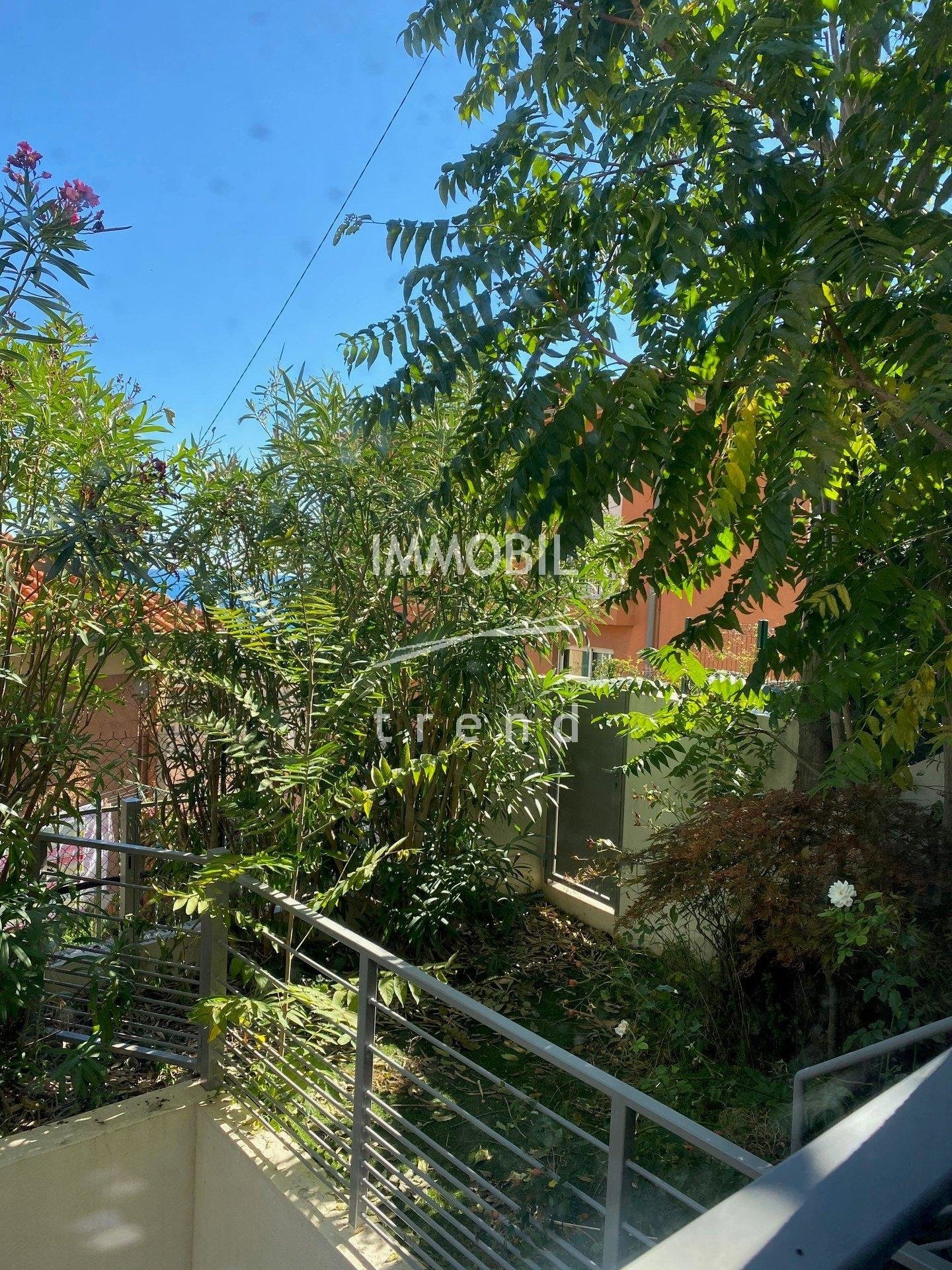 Real estate Beausoleil - For rental, close to Monaco, two bedroom apartment with garden and parking space