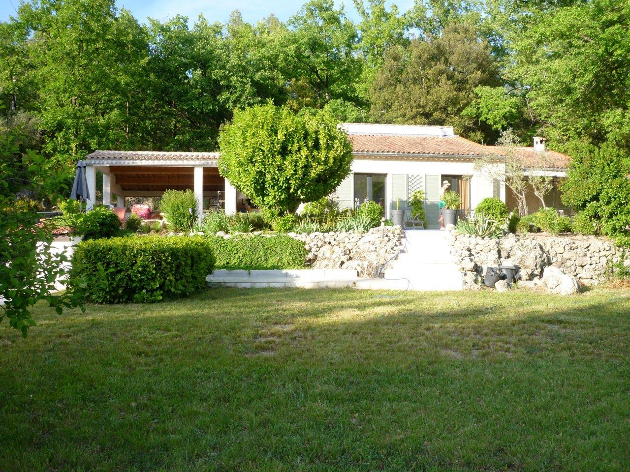 Charmante villa de plain -pied à Claviers