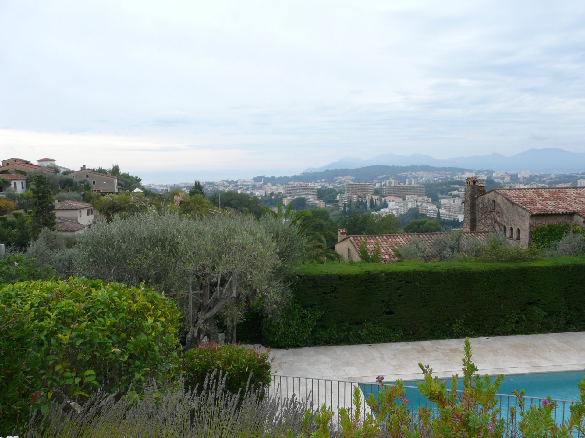 VERY BEAUTIFUL PROVENCAL BASTID IN A DOMINANT POSITION WITH SEA VIEW