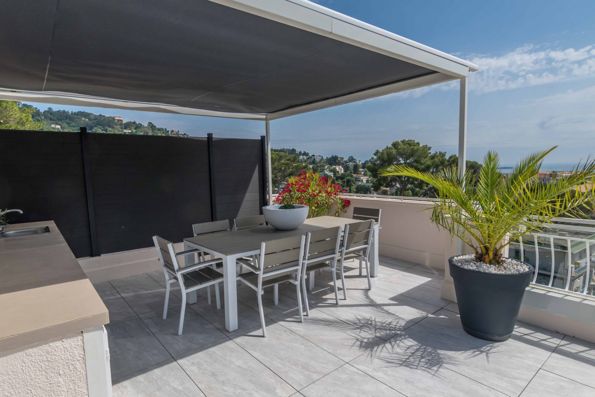 CANNES CALIFORNIE - SUPERB 3-BEDROOM APARTMENT ENTIRELY RENOVATED