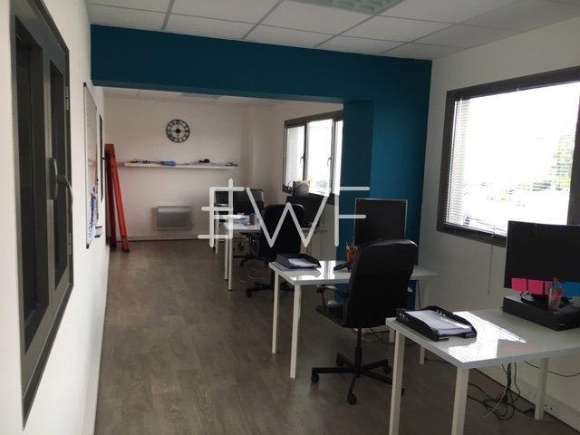 Bureau/entrepôt 220 m²
