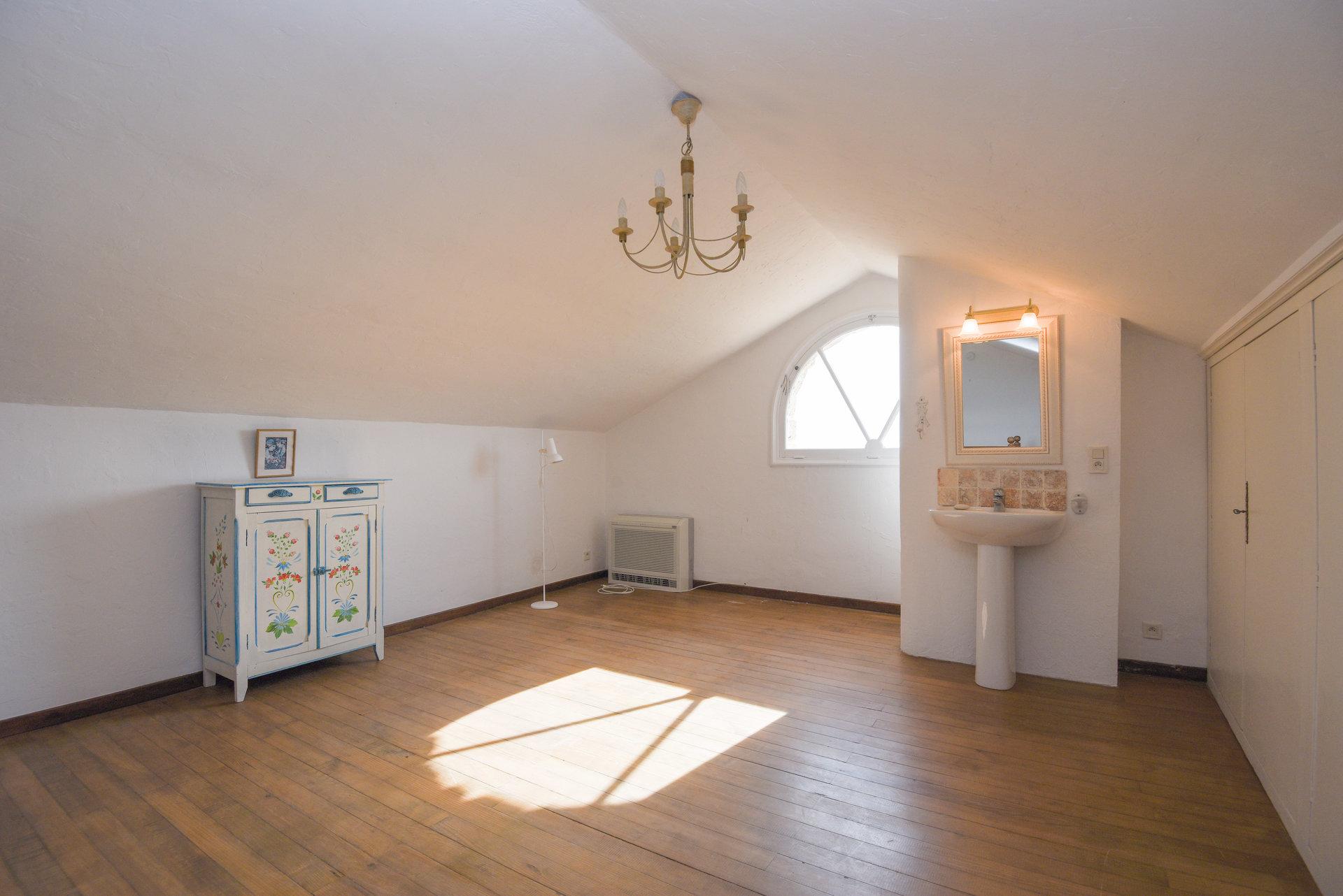 Pays de Fayence: unique appartement dans un chateau