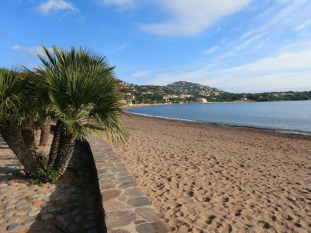 PENTHOUSE CLOSE TO THE SEA  AT SAINT RAPHAEL AGAY