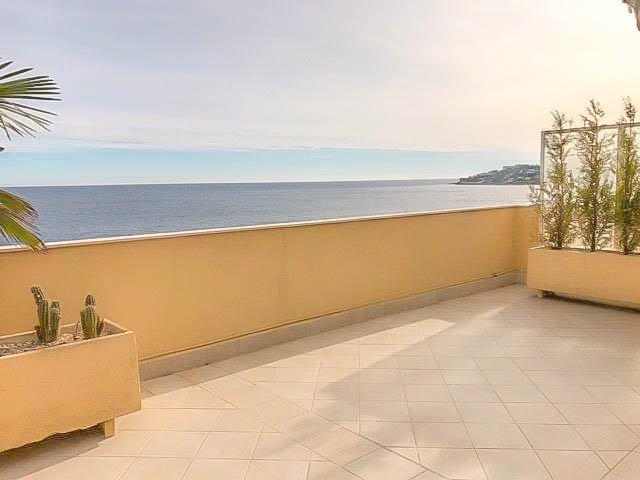 Sea front duplex flat - Menton Madone