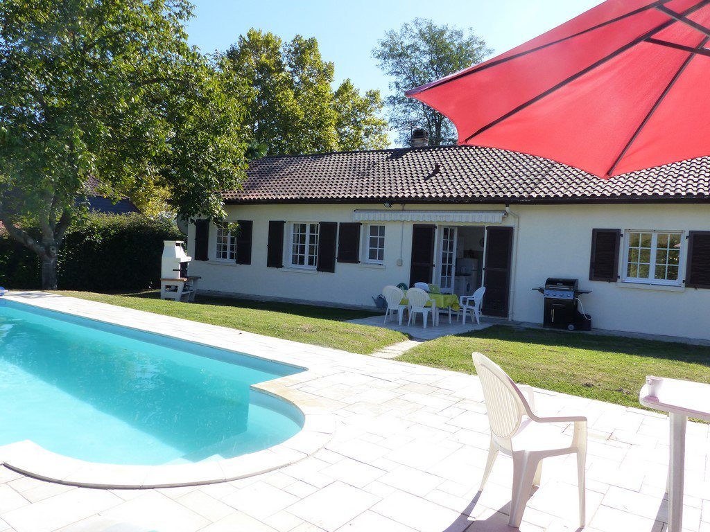 Near Orthez - Modern four-bedroom house with pool