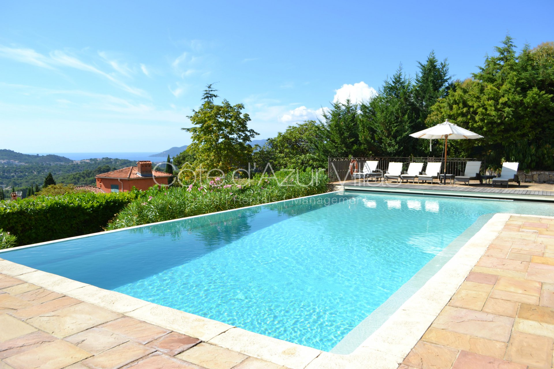 Mougins - Superb villa with stunning sea view