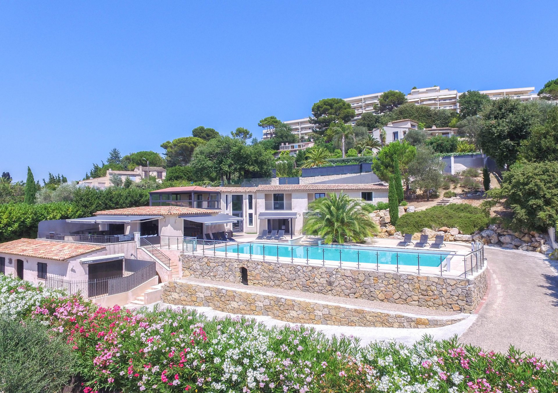 LUXURY VILLA IN CANNES WITH SEA VIEW