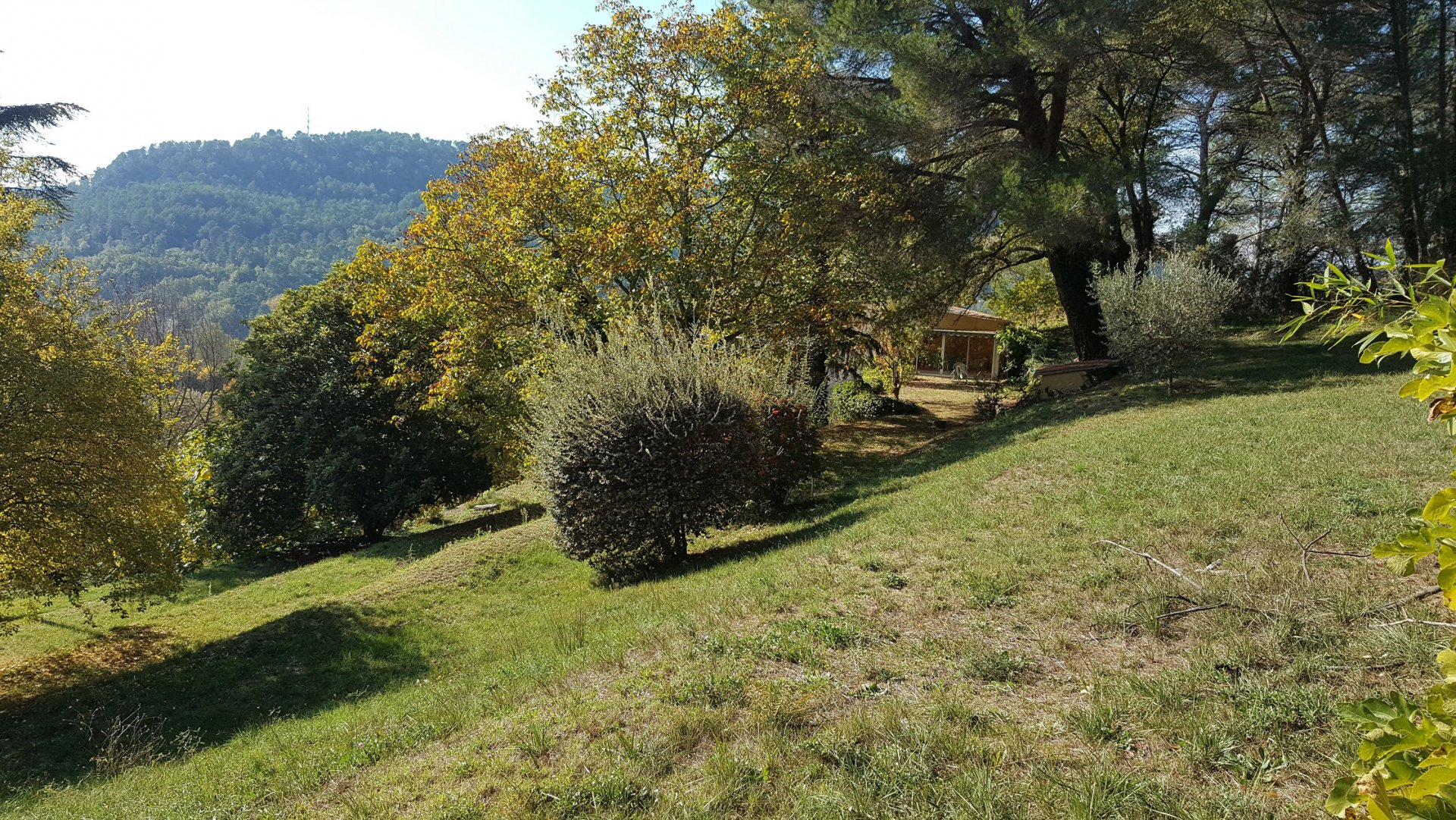 NEW Land of 1680 m² on an overhanging position in Salernes