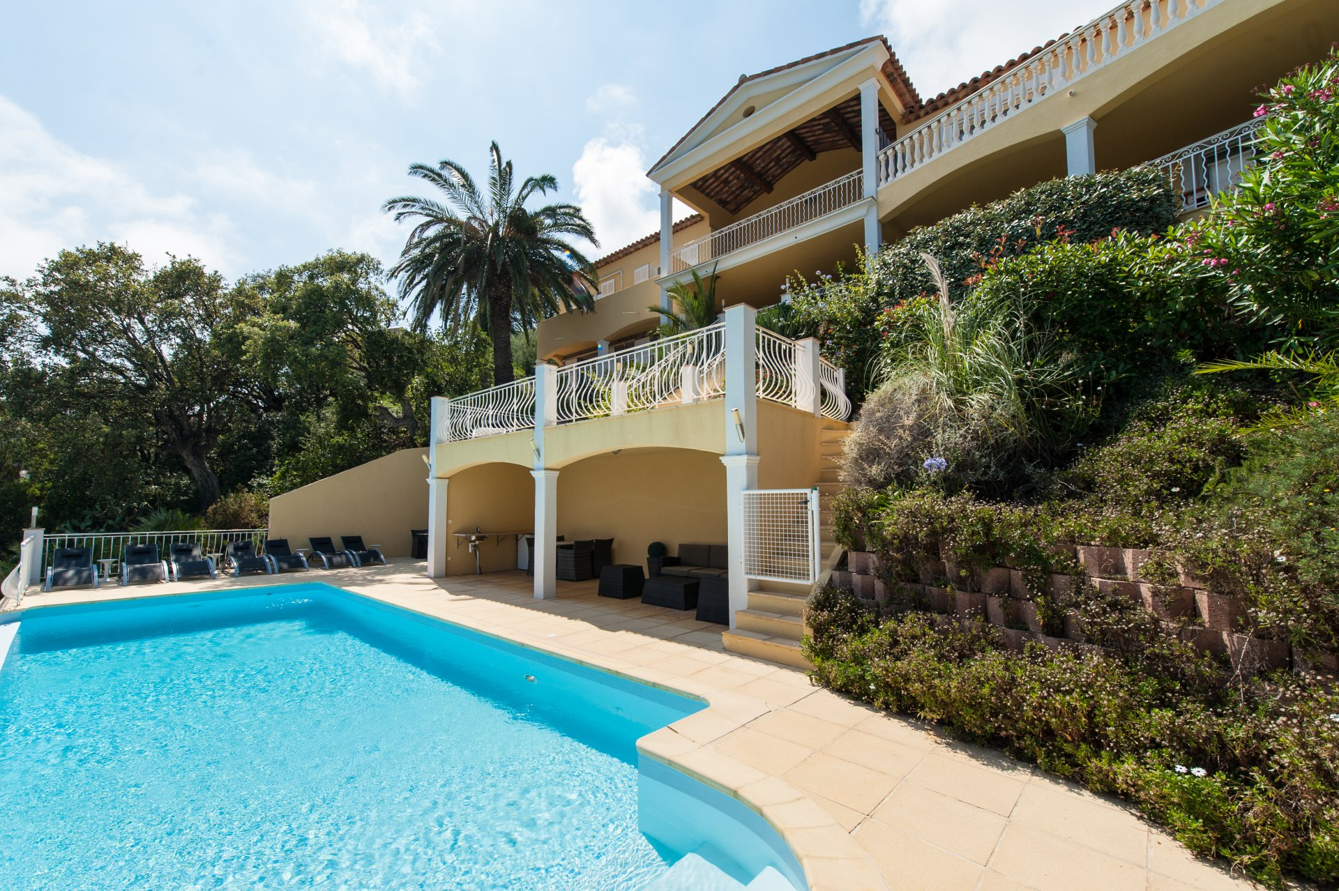 Les Issambres - Very spacious villa ( ca.325m2) with 7 bedrooms + around SEAVIEW!