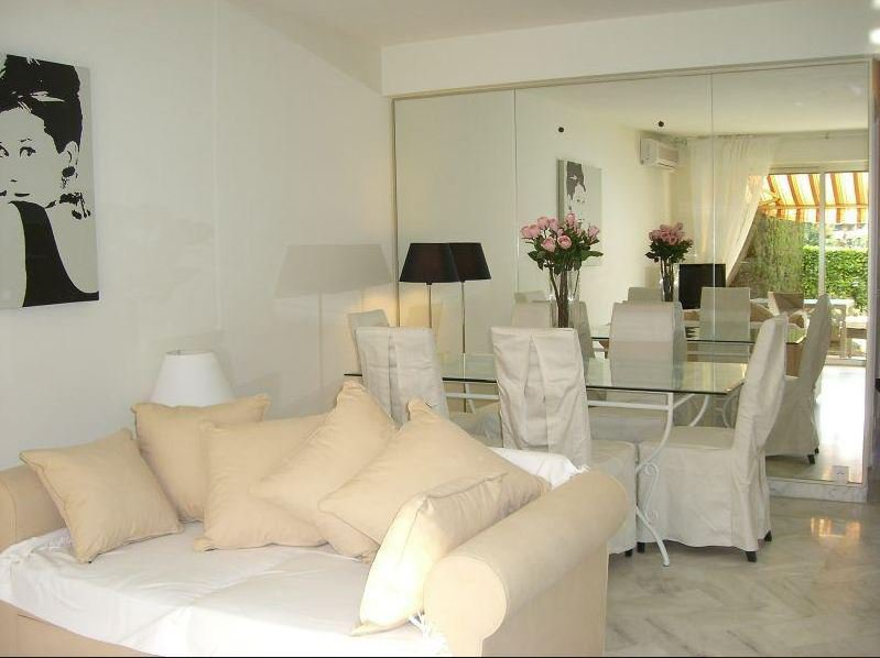 BEAUTIFUL 2 BEDROOMS' APARTMENT RECENTLY RENOVATED