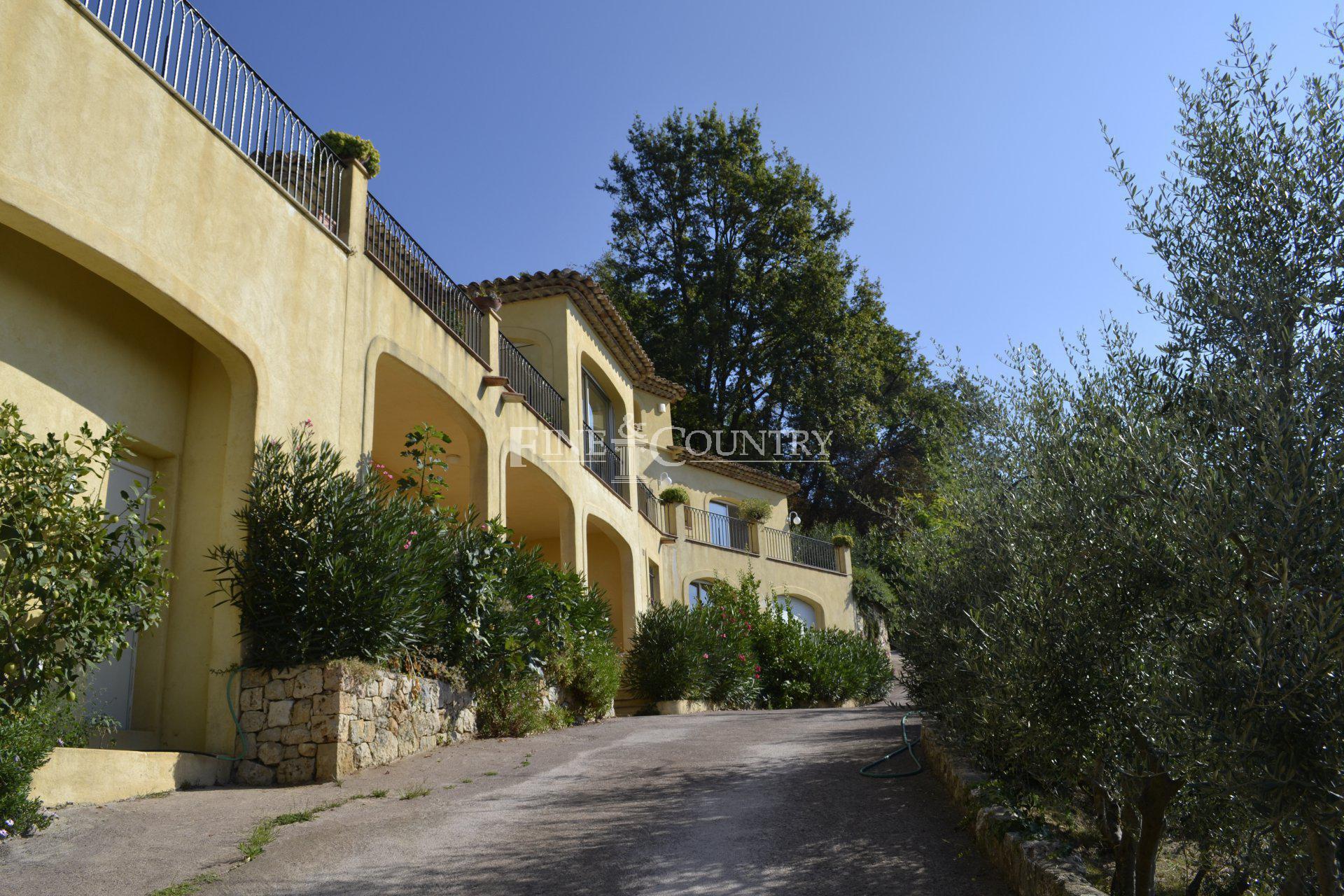 Villa, 296m2 total, 216m2 living space