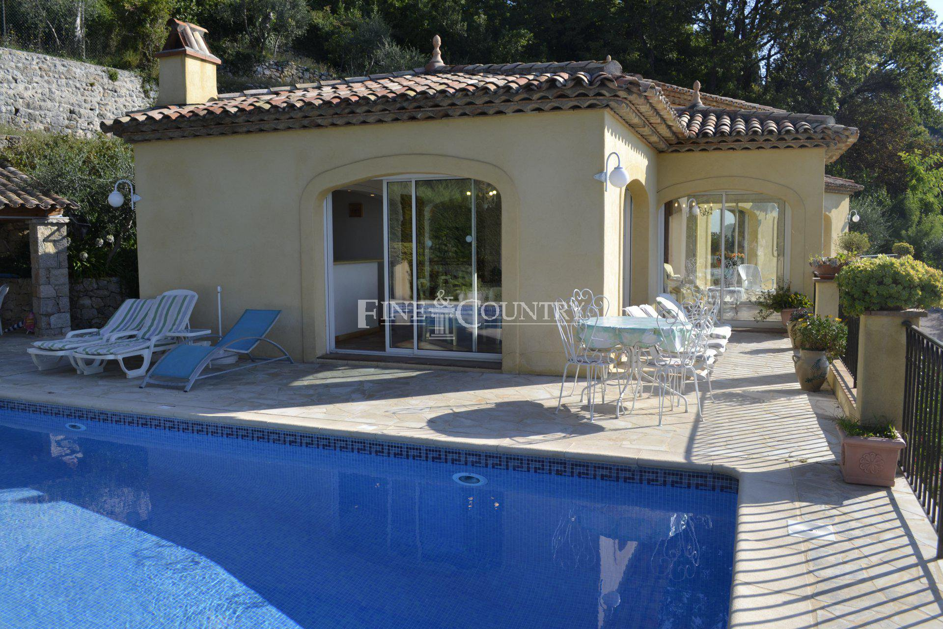 Swimming pool, pool house, pizza oven, 3 bedrooms and 2 bathrooms