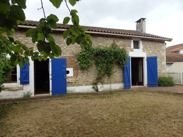Hamlet house with pool  in Saint Claud , in the Charente