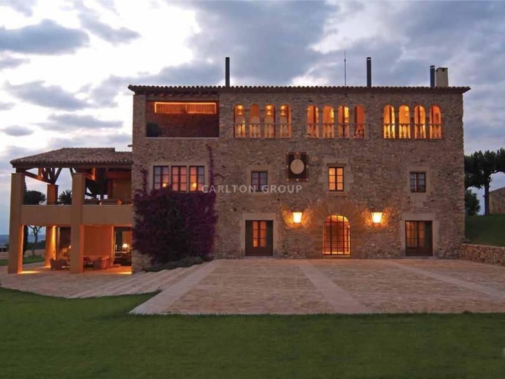 Sale Property in Girona  - Price on request - Carlton International