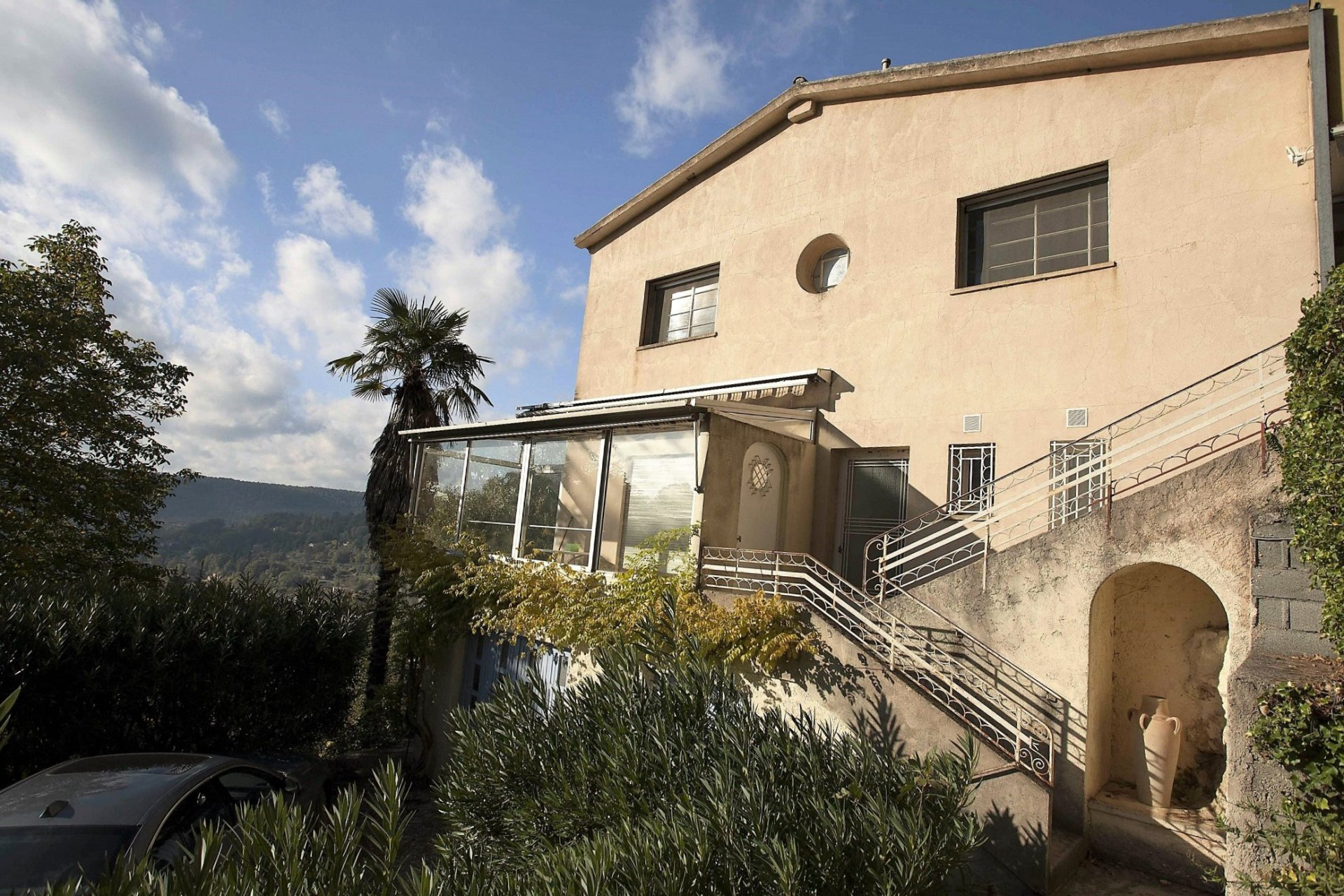 Overhanging position for this Villa 140m² on 4284m² of land