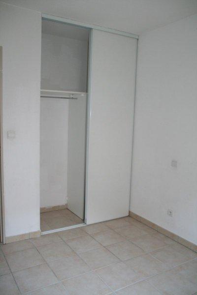 MIRAMAS T2 résidence sécurisée avec BALCON PARKING PISCINE