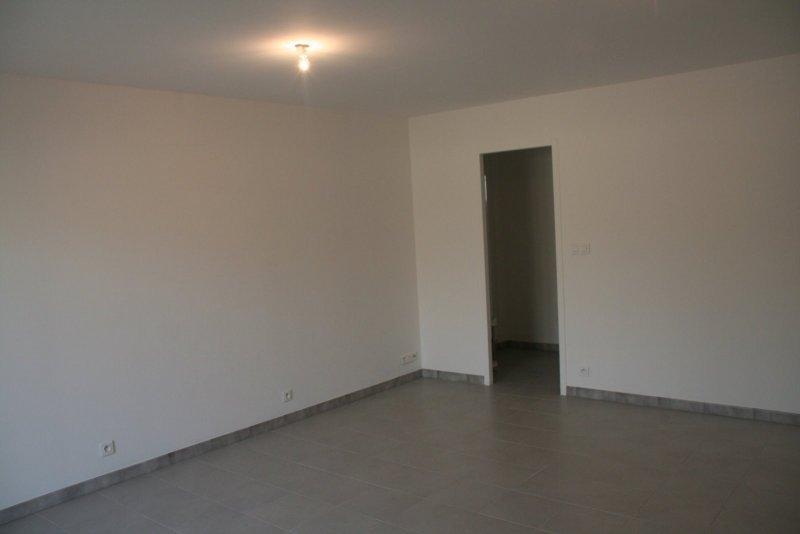 LA-FARE-LES-OLIVIERS (PROCHE AIX SALON) - Grand studio dans
