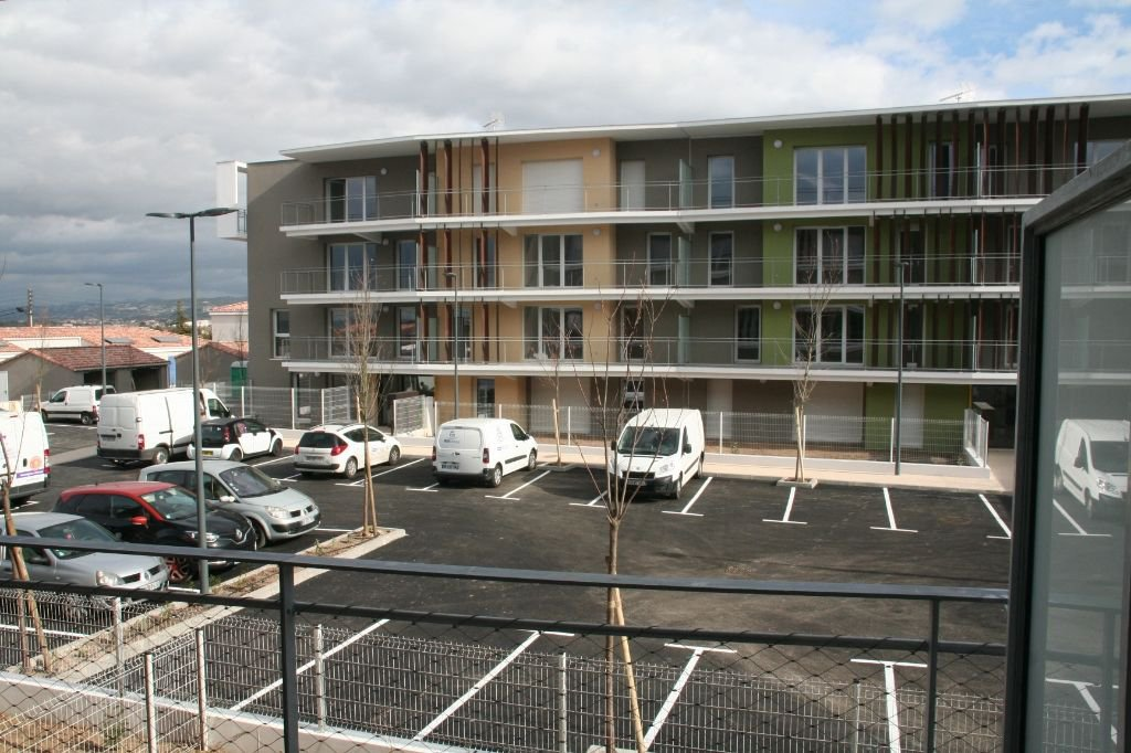 Dans Résidence récente sécurisée LE CASTELLAS, type 2 avec parking