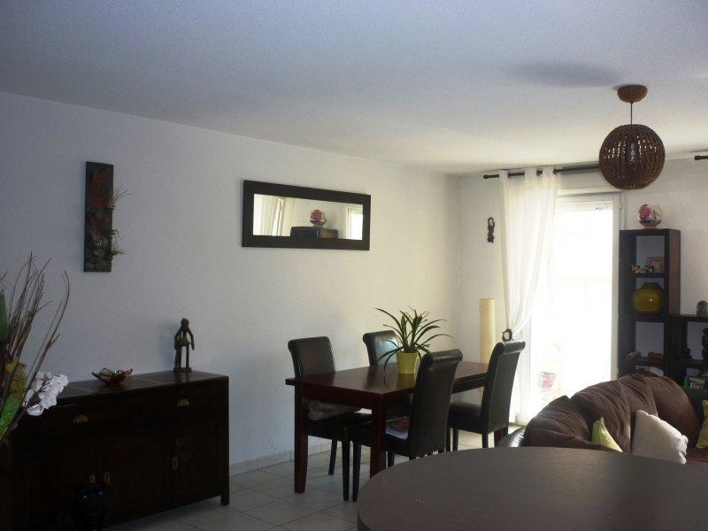 SALON CENTRE : T3 dans résidence sécurisée avec garage