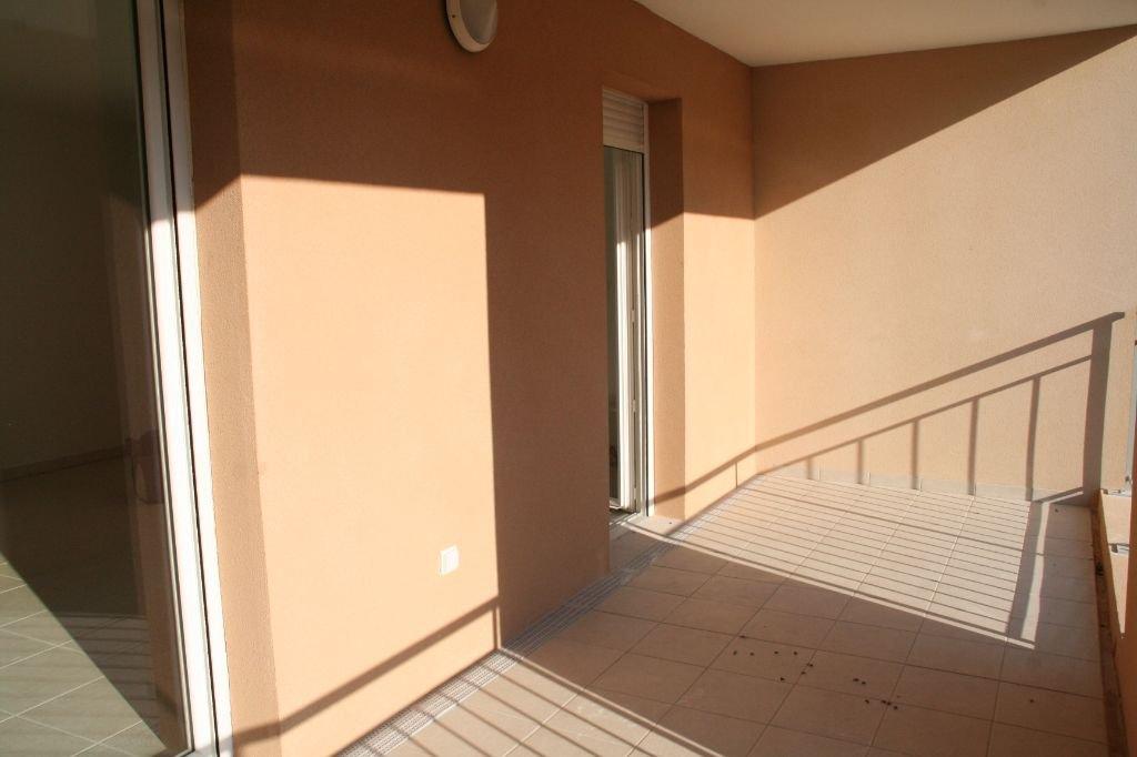 LA FARE LES OLIVIERS CENTRE - Type 3 récent dans résidence sécurisée avec box fermé et terrasse