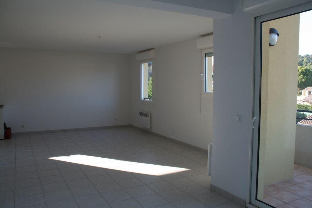 DUPLEX récent avec balcon, 3 chambres,  box fermé et parking