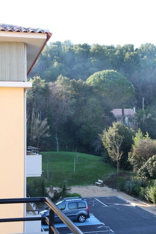 DUPLEX récent avec balcon, 3 chambres,  box fermé + parking