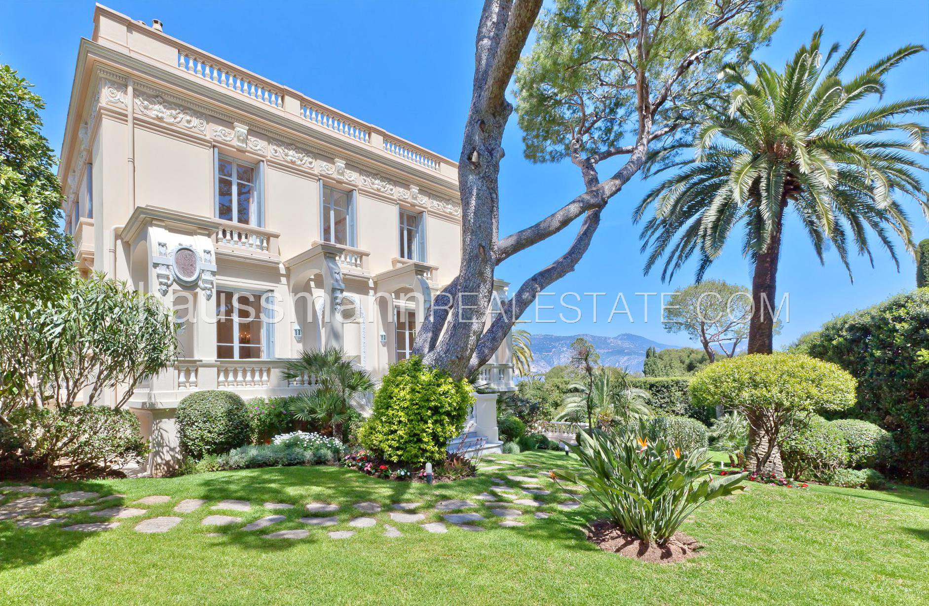 MAGNIFICIENT BELLE EPOQUE PROPERTY WITH SWIMMING-POOL