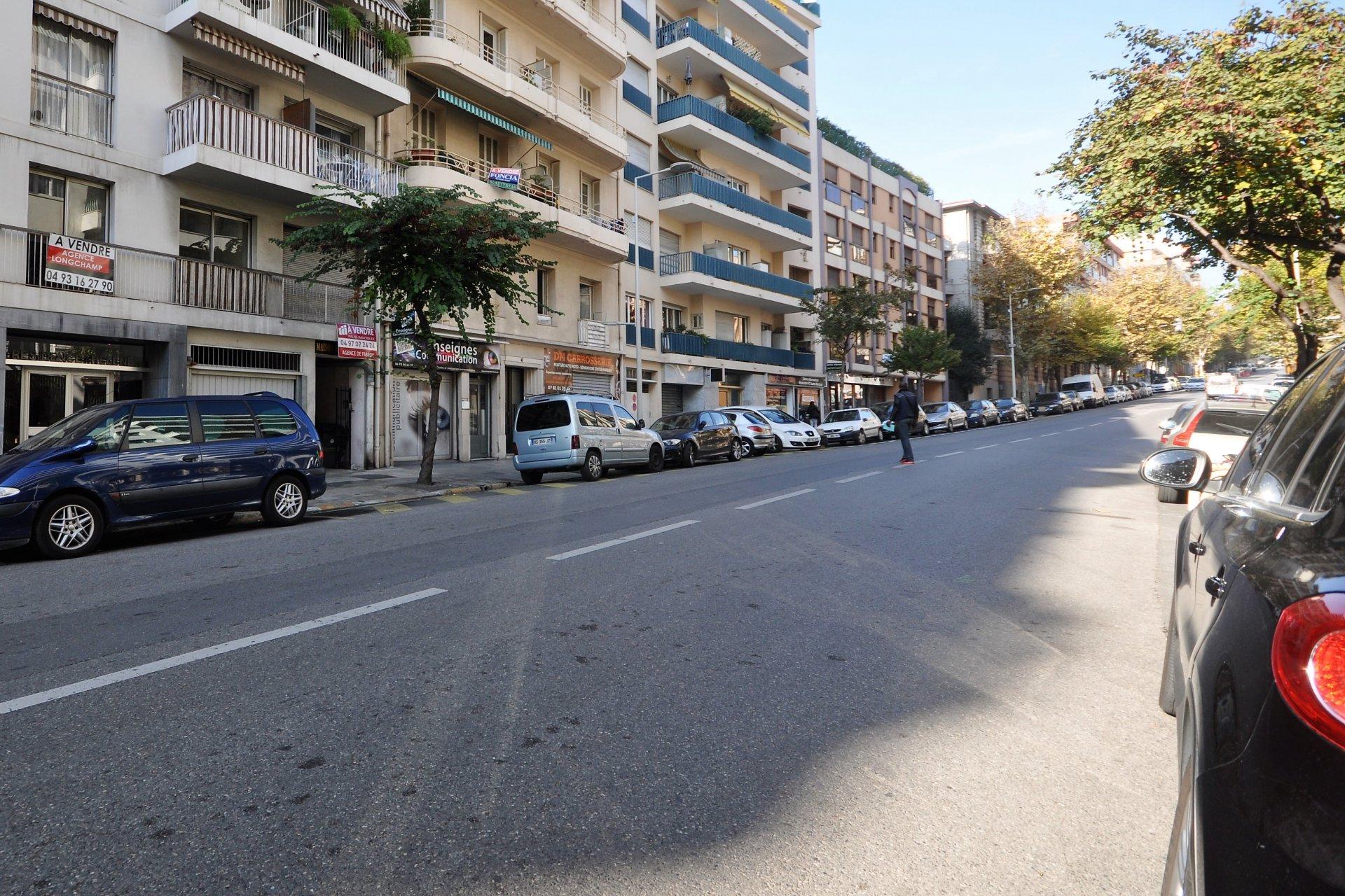 Garage vendre nice boulevard fran ois grosso for Taxe fonciere garage prix