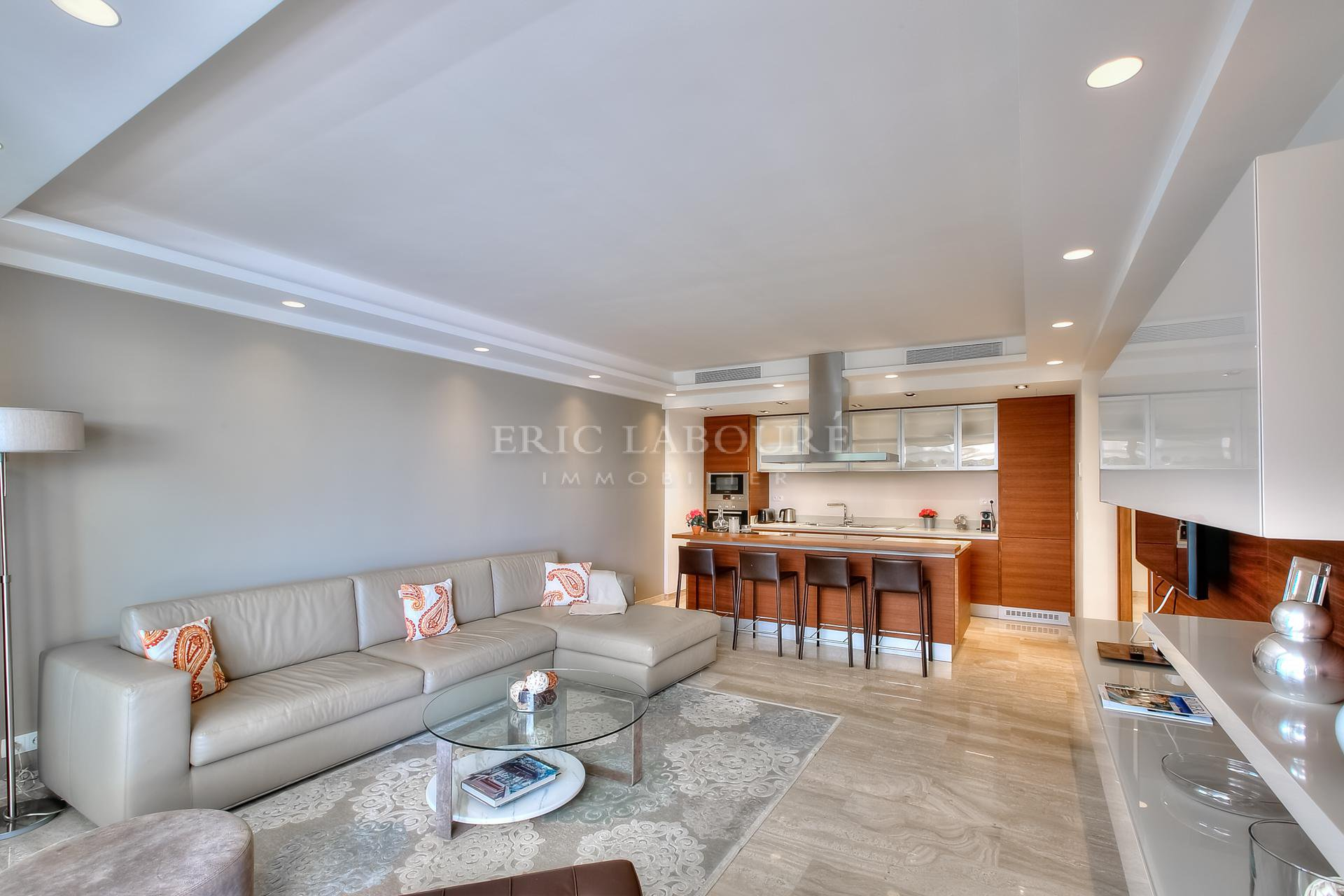 Living-room and fully equiped open kitchen