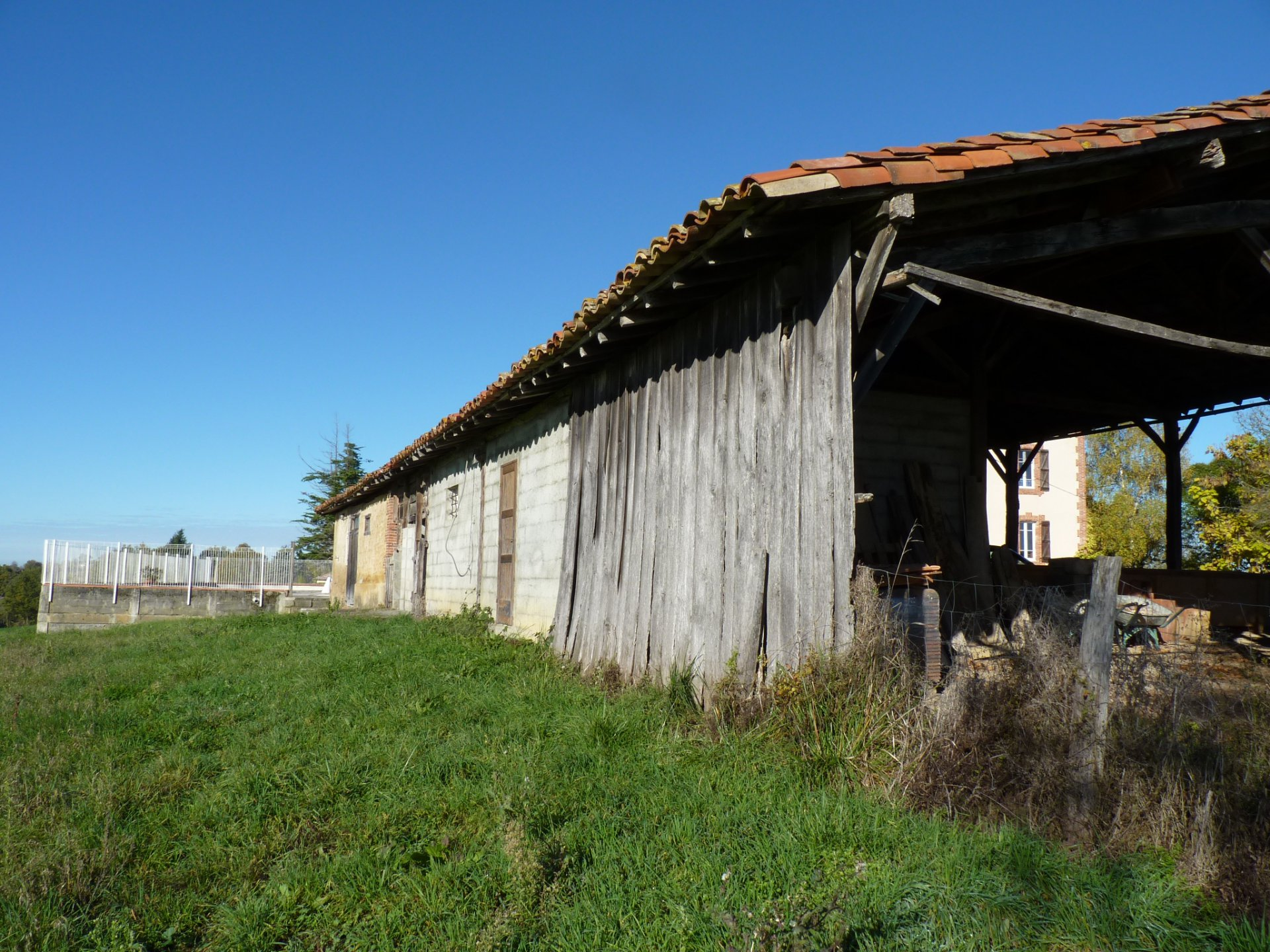 10 kms from Aurignac lovely house on 2,4 hectares with view pyrenees