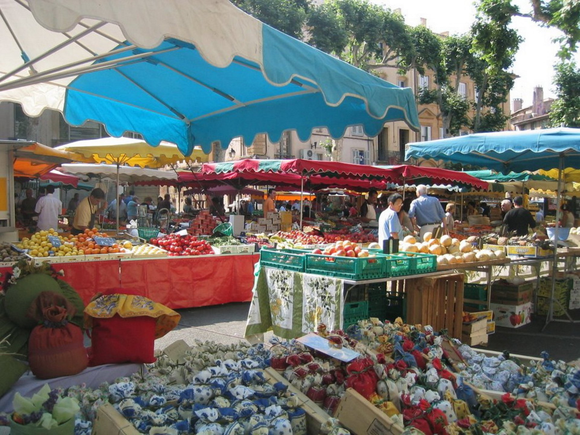Bandol provencal market 7 days on 7