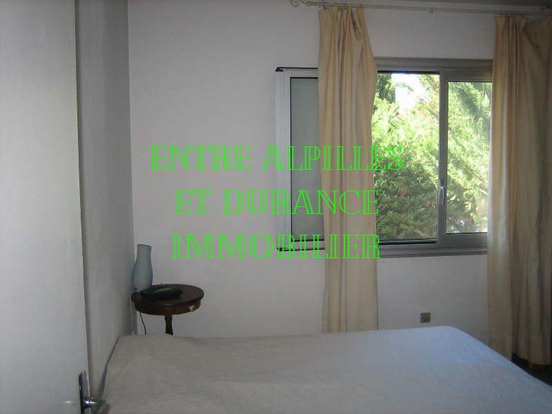 EYRAGUES VILLA located in a quiet and close to the center. Living room with fireplace 40 m² - Kitch
