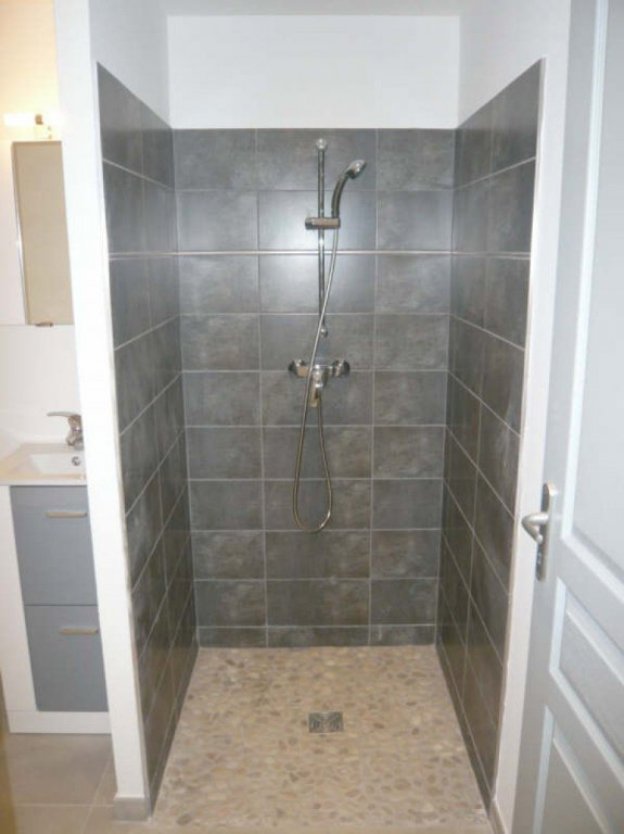 Village center, new apartment type 2 in the DRC, any comfort including a kitchen, a ...