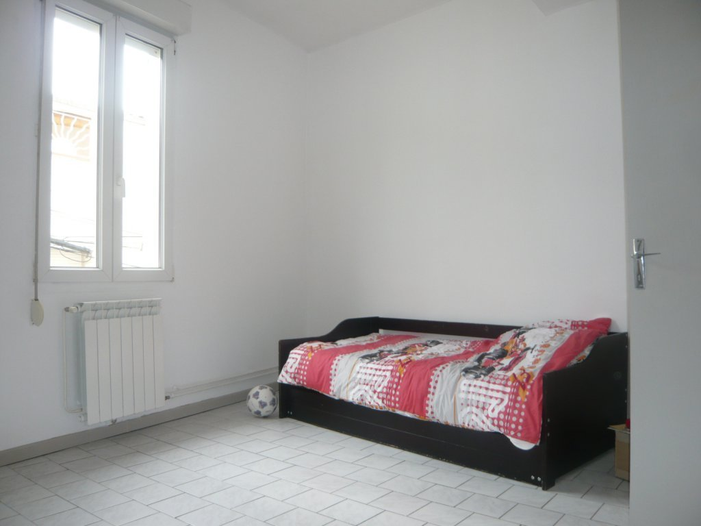 Town center, apartment type 3 with living room, kitchen, bathroom, two ...