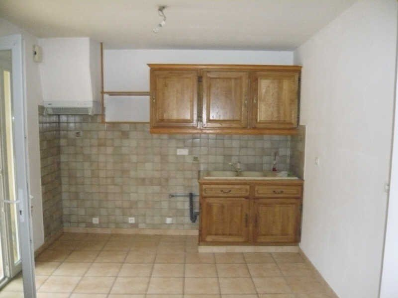 Near the center, nice apartment T3, with 2 bedrooms, living room / kitchen, bathroom, toilet, ...