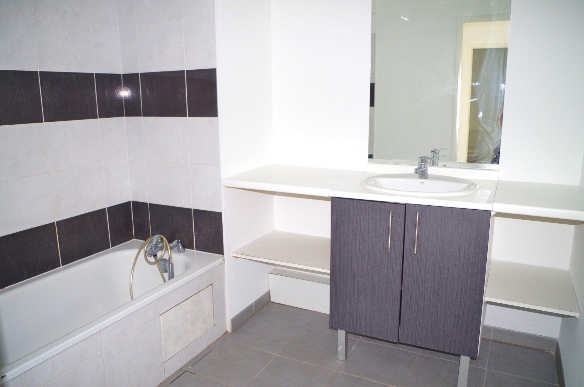 Appartement T3 - 64 m² - TOULOUSE 3 COCUS