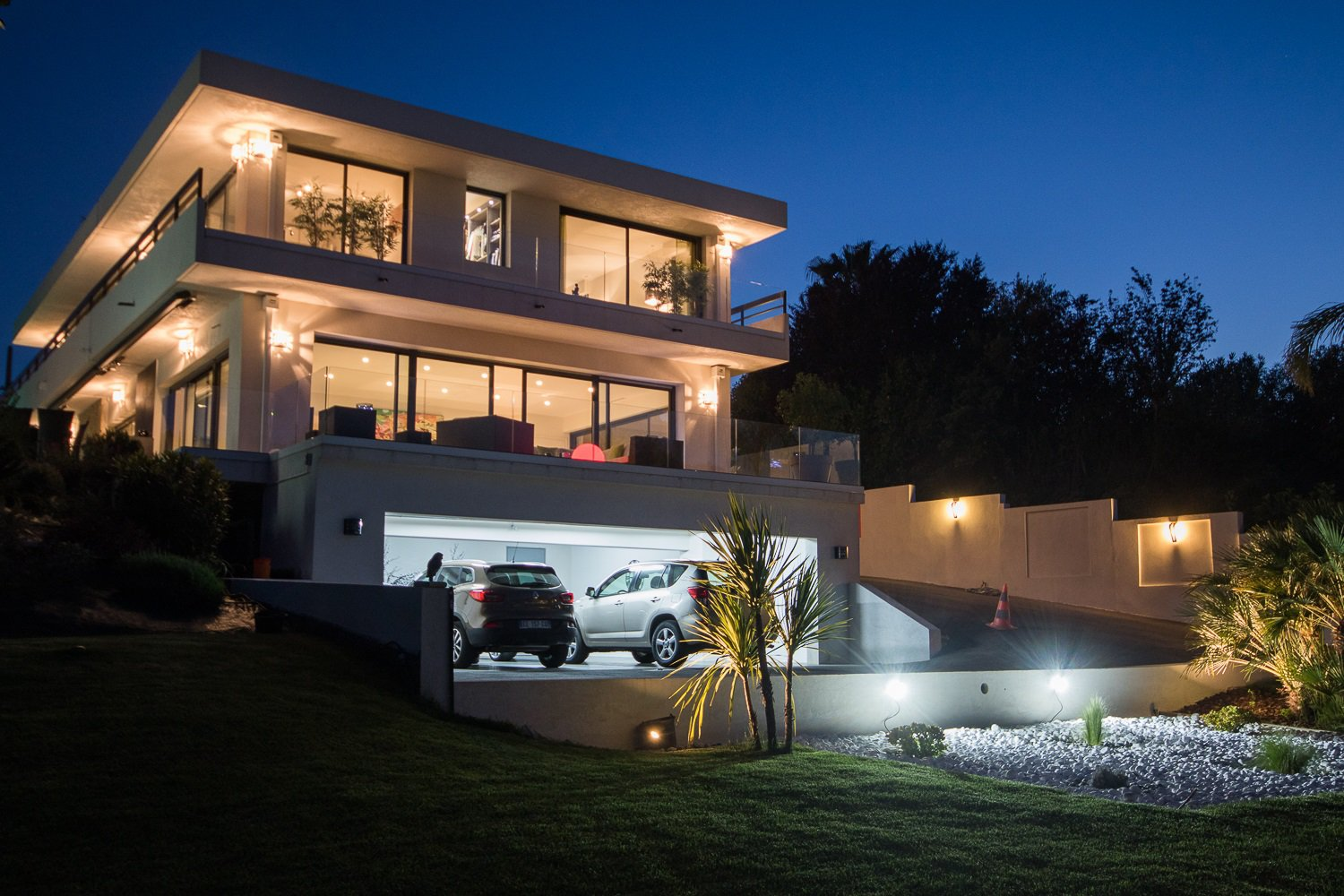 BEAUTIFUL CONTEMPORARY VILLA