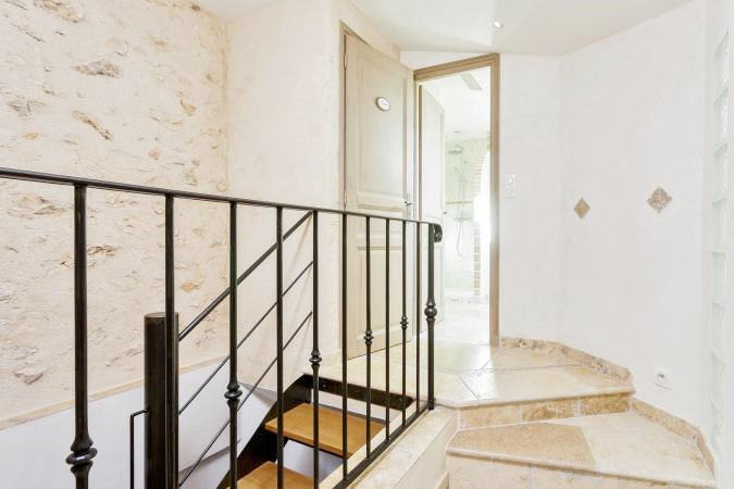 TWO BEDROOMS'APARTMENT IN THE VILLAGE CENTER OF VALBONNE
