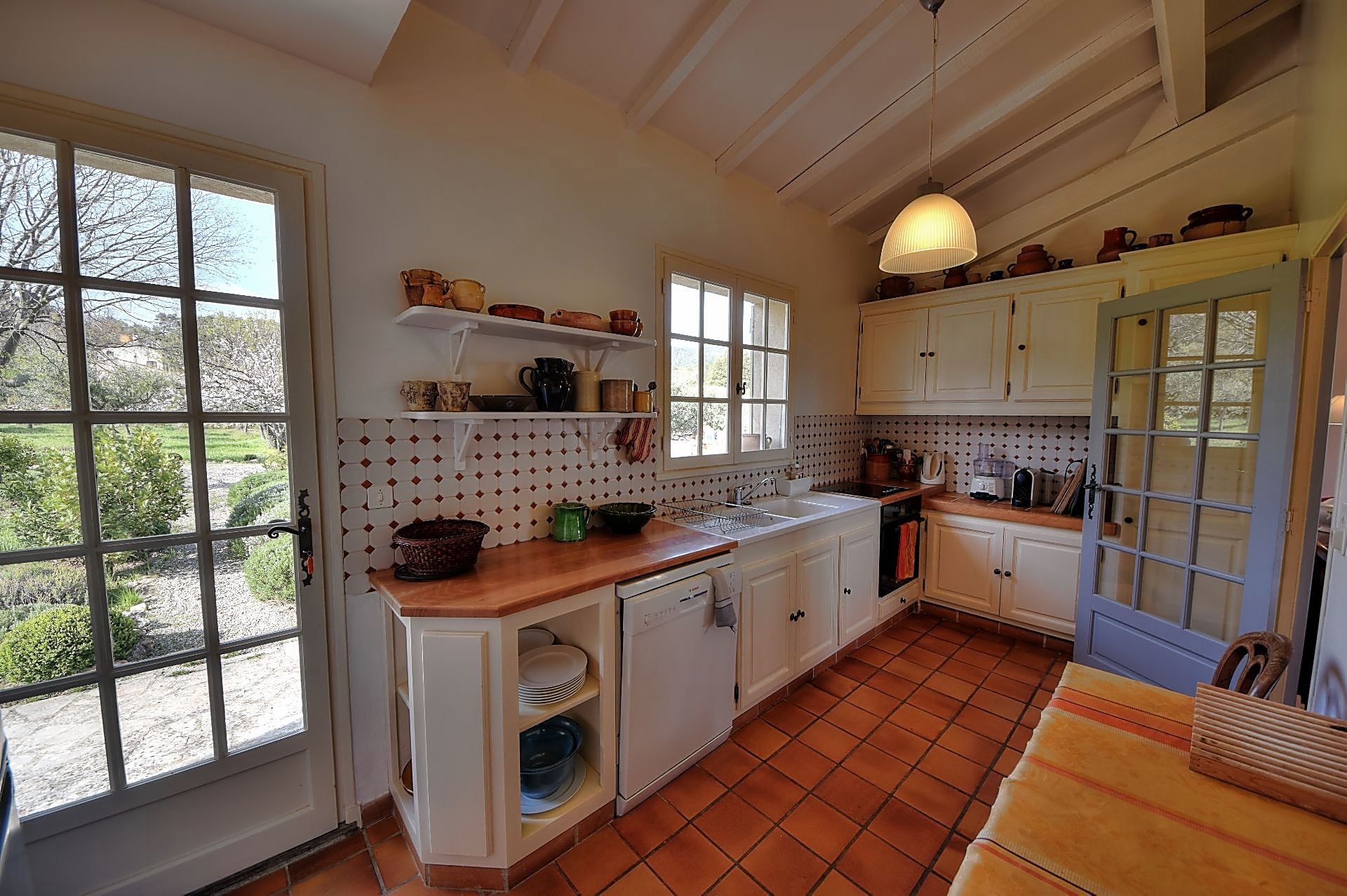 Superb 4 bedroom villa 120 m² walk to the village Aups Provence