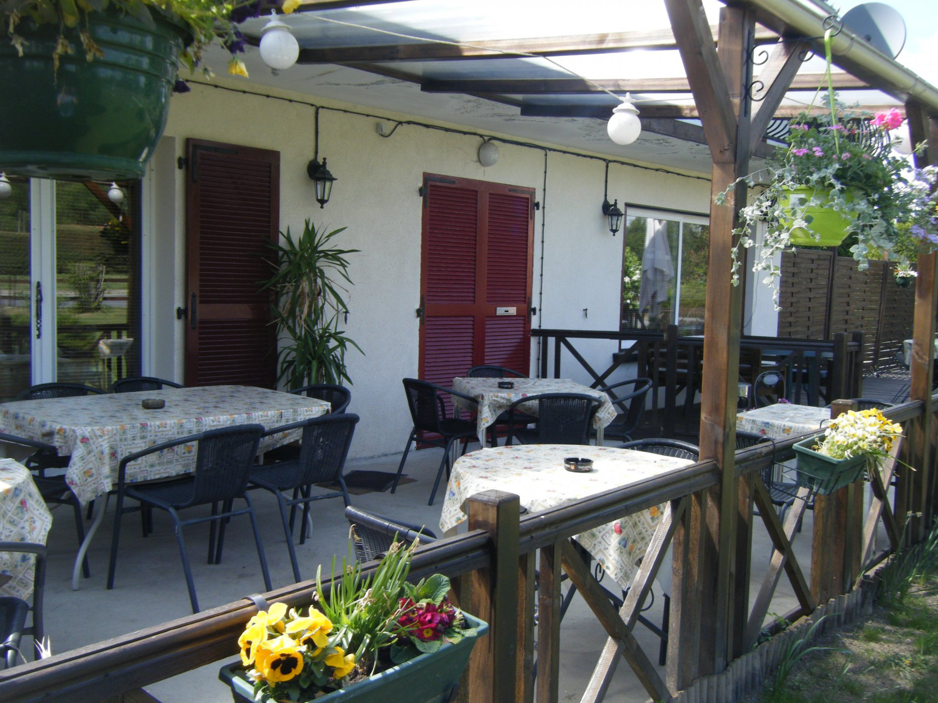 For sale in the Puy de Dôme, A Bar-Restaurant with a 3 bedroom apartment  and a garden, fully licensed.