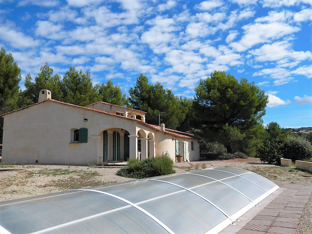 NEW. Modern house 260 m² /garage/Pool/Overhanging  Land 8600m²