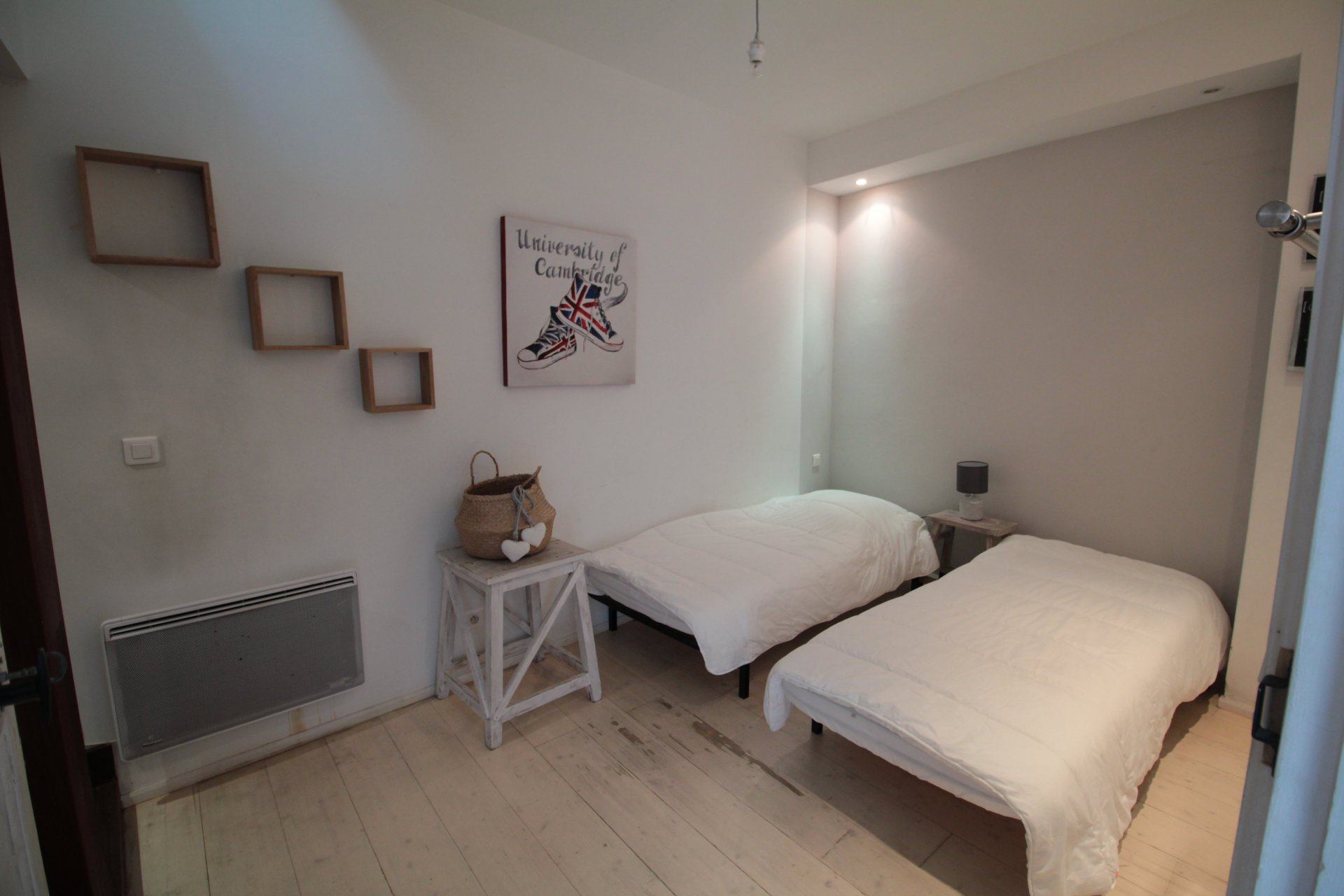 CHARMING 2 BEDROOM TOWN HOUSE FOR SALE -ARLES