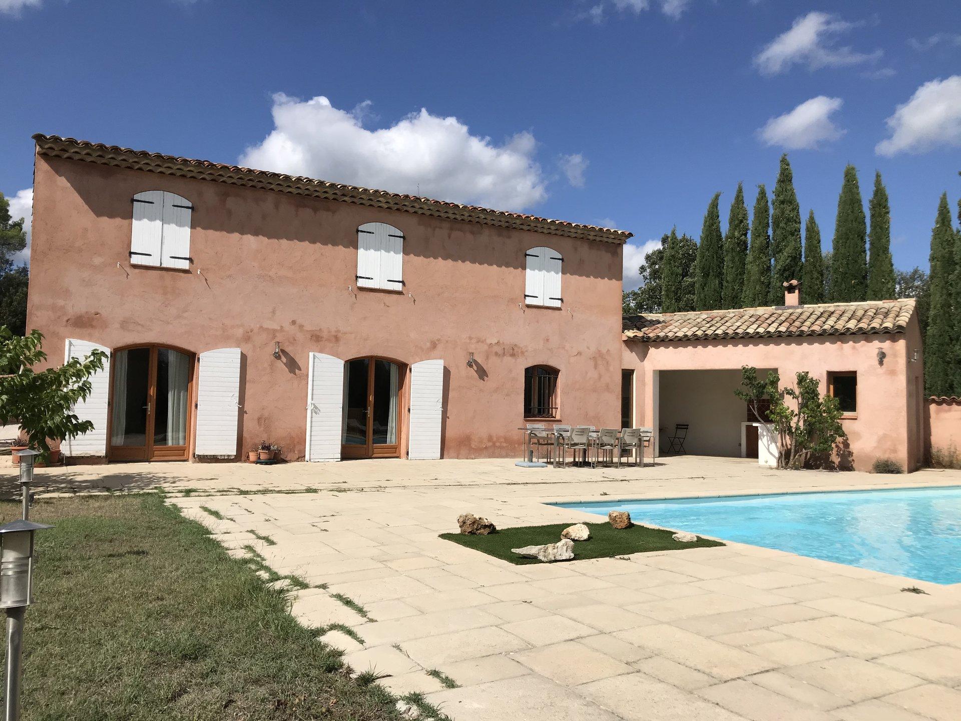 SILLANS LA CASCADE jolie villa de 3 chambres avec piscine