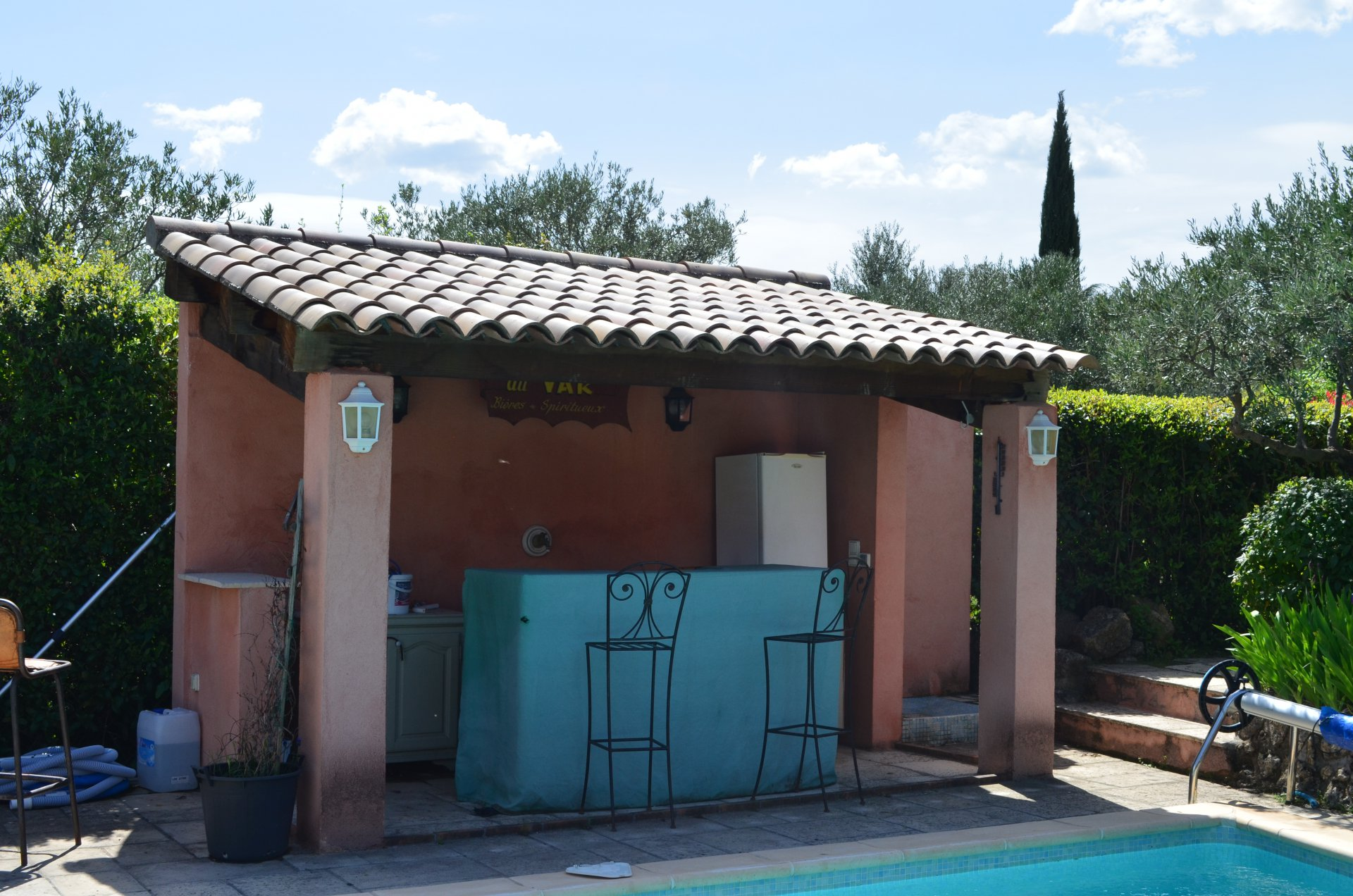 Lovely house walking distance to Cotignac pool, 3 bedrooms.