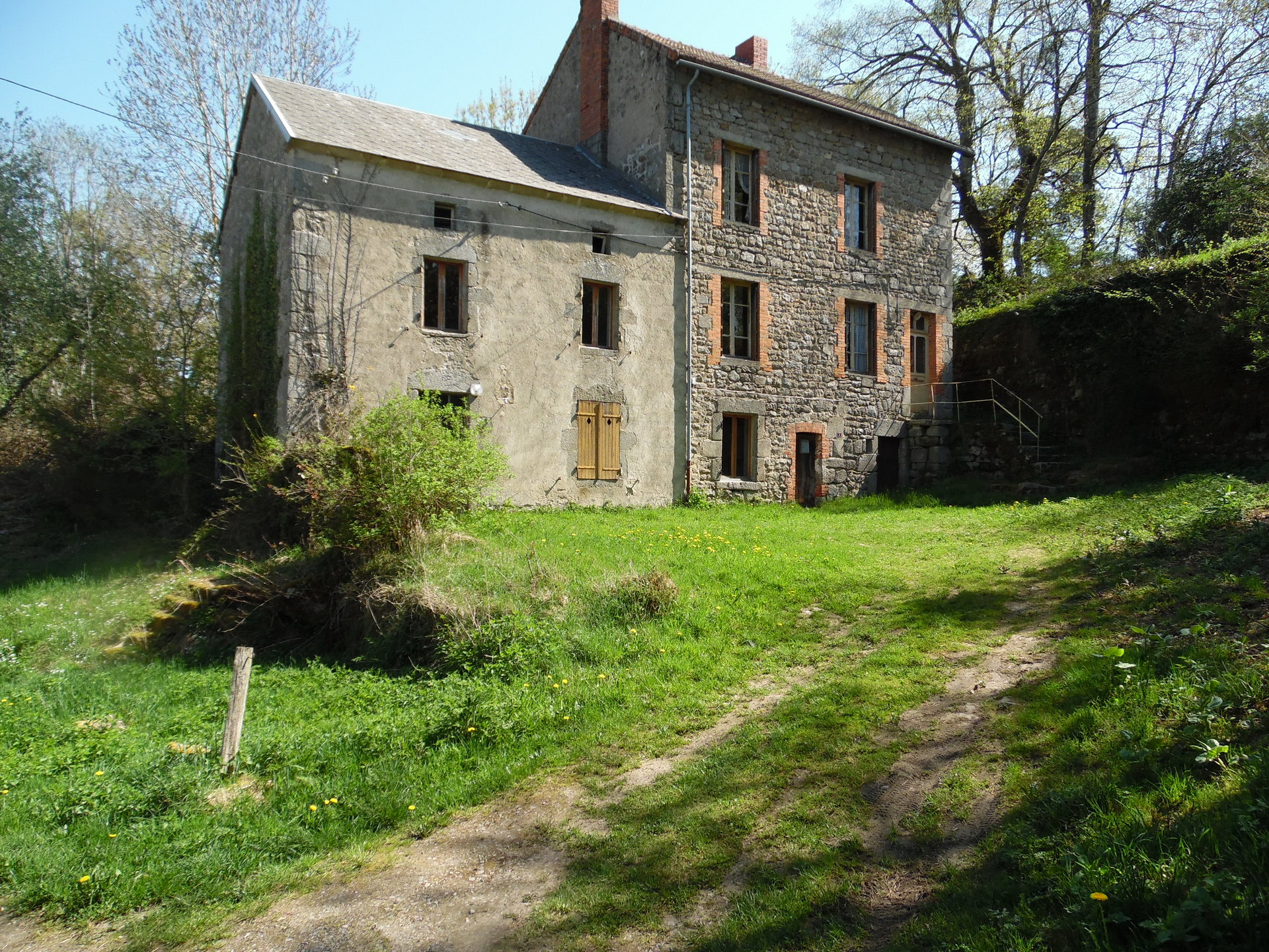 Ensemble of 2 houses with land for sale in Creuse